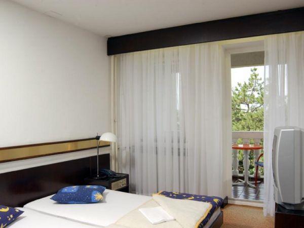 Hotel Komodor 2**