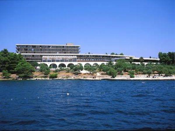 Hotel Arkada 2**
