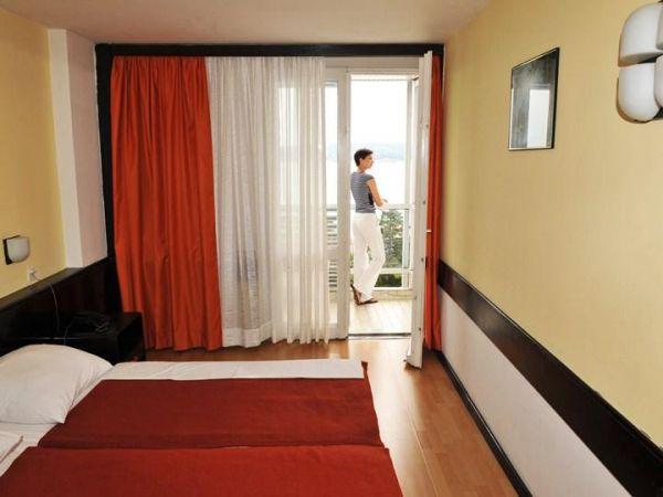 Hotel International 2**